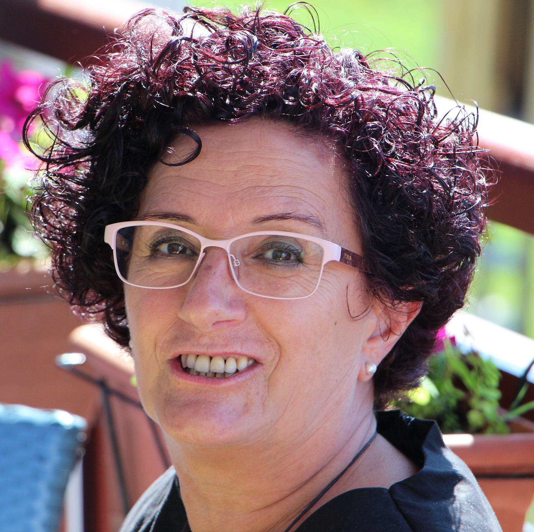 89bdcb31bf Rosario Arribas Diez. Nací en Mecerreyes, un pueblecito de Burgos. Llevo 46  años viviendo en Irún. Estoy ligada al feminismo desde principios de los 80.